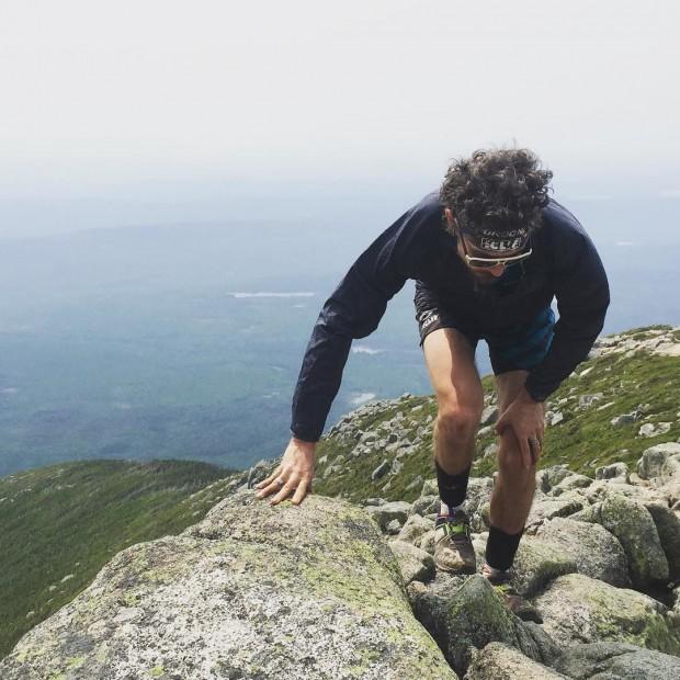 Jurek escala os últimos metros do monte Katahdin, no Maine (1.606 m), próximo à divisa dos EUA com o Canadá (Reprodução/Instagram)