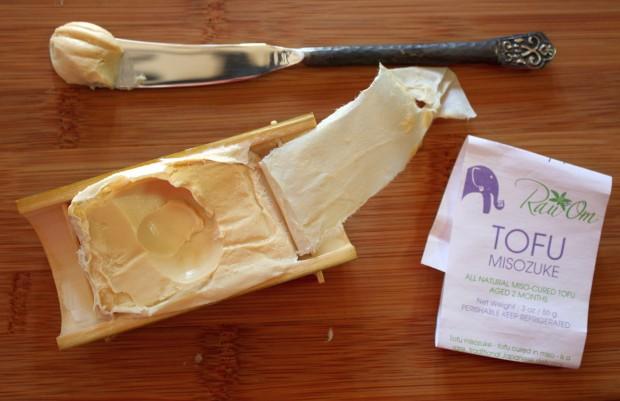 "Foto do ""foie gras vegano"", o tofu-misozuke (Andrea Nguyen via Flickr)"